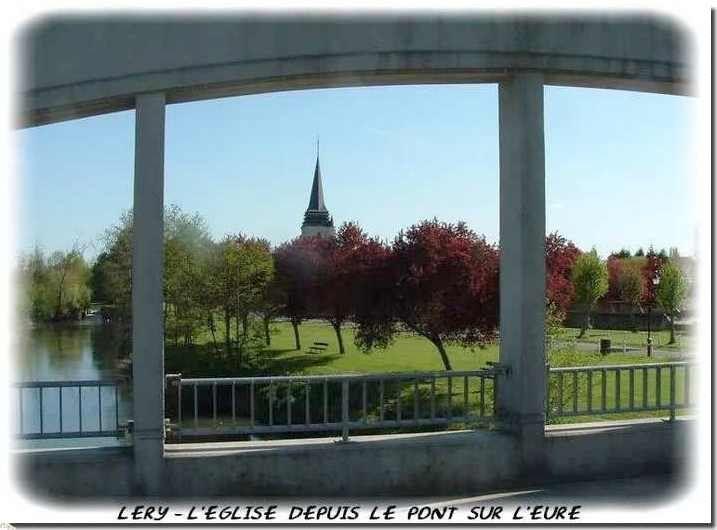 Le Pont sur l'Eure, et la vue de l'église Saint-Ouen à léry
