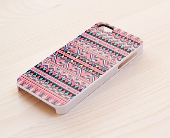 Estampa étnica, adoramos até na capa de celular!