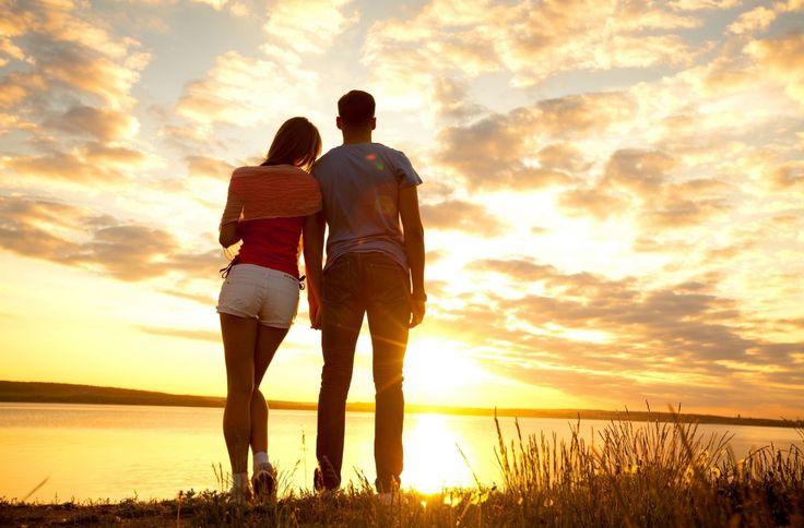 Рассветы и закаты Влюбленные пары Небо Мужчины Джинсы Шорты Облака Природа Девушки