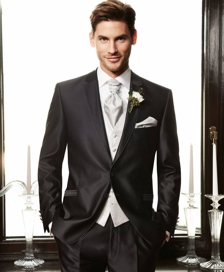 #Wilvorst Im Haus der Braut, nur wenige Gehminuten vom #Minto entfernt, finden Sie eine schöne Auswahl an geschmackvollen Anzügen.