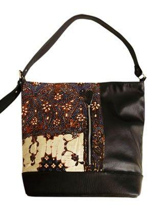Tas Etnik Batik Emily spesial buat kamu yang suka dengan gaya retro.. so simple so modern.