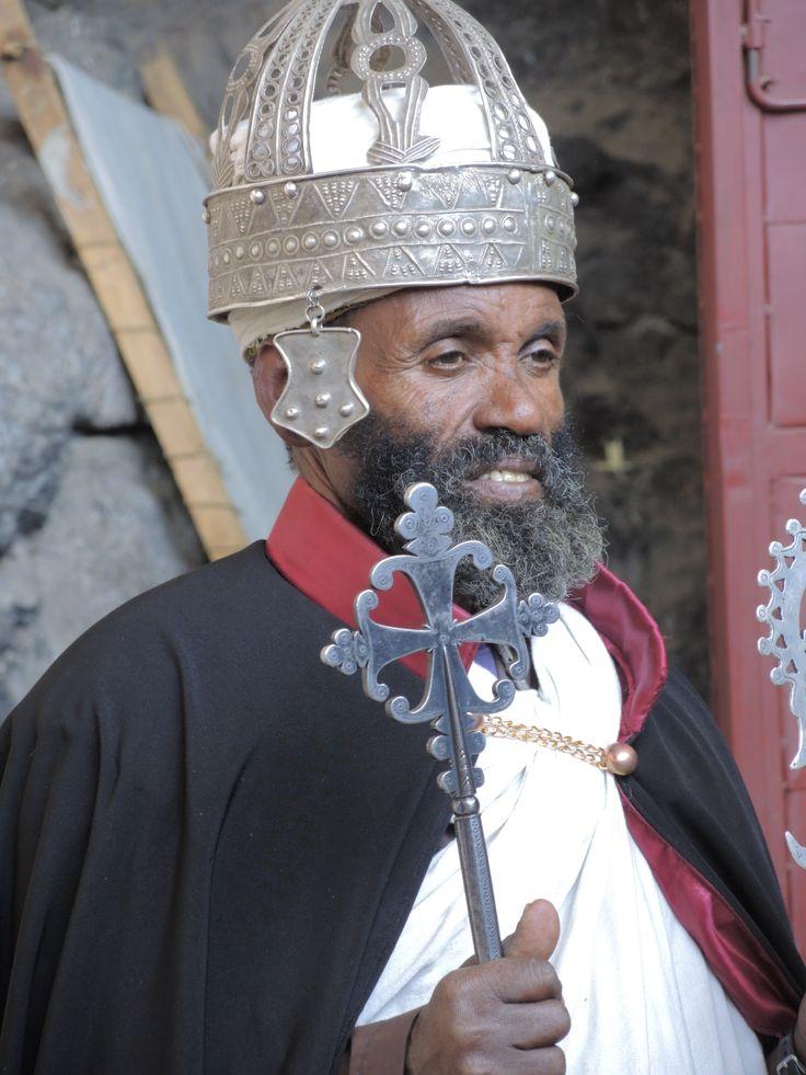 christlicher Priester in Lalibela (Felsenkirche)