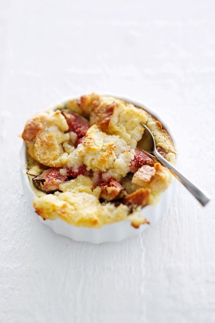 Bread & butter -pudding met amandelspijs en vijgen, een goddelijk toetje uit het boekViva ArabiavanMerijn Tol en Nadia Zerouali. Een aanrader! Verwarm de oven voor op 180 °C. Verdeel het brood instukjes. Klop de melk los met de eieren en de zachte boter. Verdeel het brood over 4 eenpersoons ingevette ovenschaaltjes en schenk het melkmengsel […]