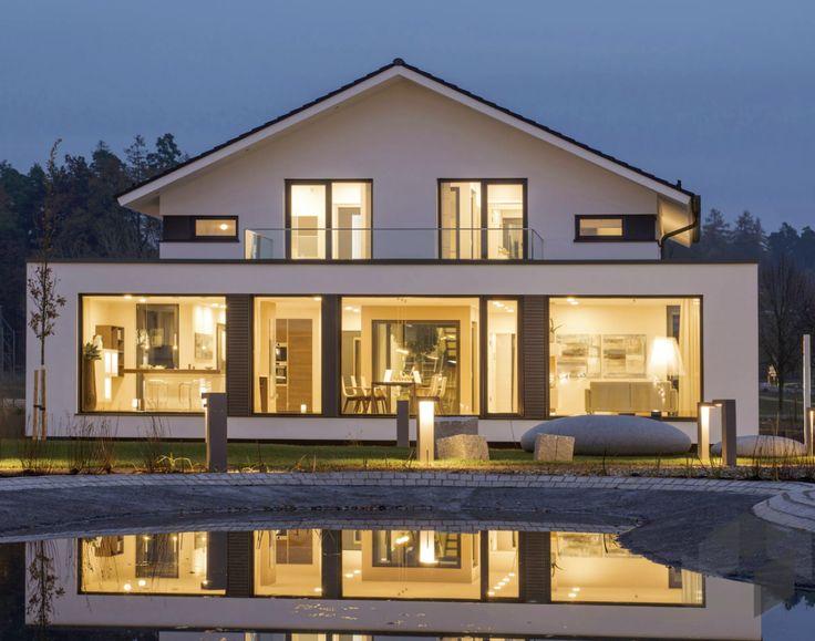 Das Niedrigenergiehaus Concept-M 210 von Bien-Zenker hat 248 m² Wohnfläche und 5 Zimmer. Köln (STREIF Haus) ➤ Klick auf das Bild, um direkt zu unserer Auswahl an modernen Häusern zu gelangen ➤ Dazu findest du ein großes Angebot von Häusern aller Art auf www.Fertighaus.de ______ Fertighaus, Architektenhaus, modernes Design, Bauhausstil, Hausbau, Impression, Einfamilienhaus, Pool, Fensterfront