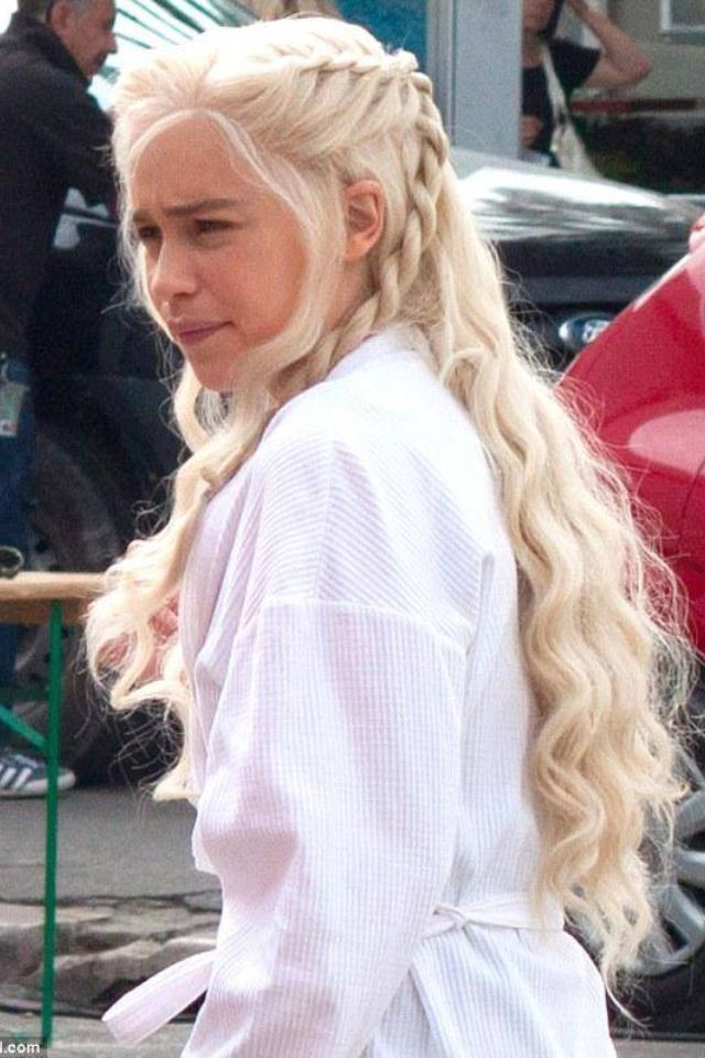 This Hairstyle On Daenerys Emilia Clark Looks Cute And