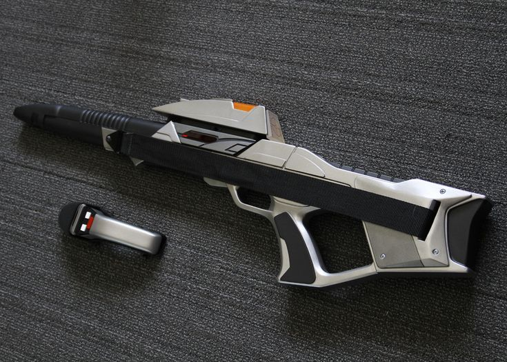 (Selfmade prop) Star Trek: First Contact Phaser Rifle and Boomerang