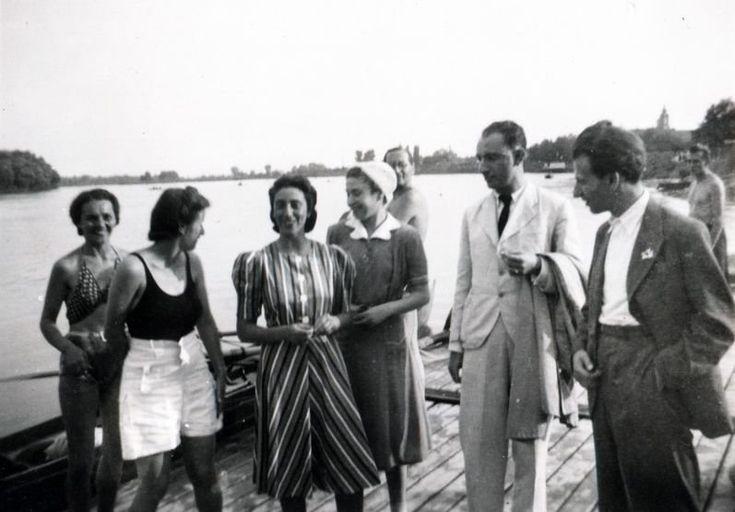 Beck Judit és Fanni középen, Radnóti a kép szélén.