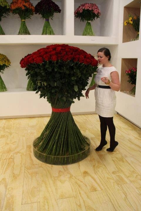 Extreme bouquet of stunning red roses!
