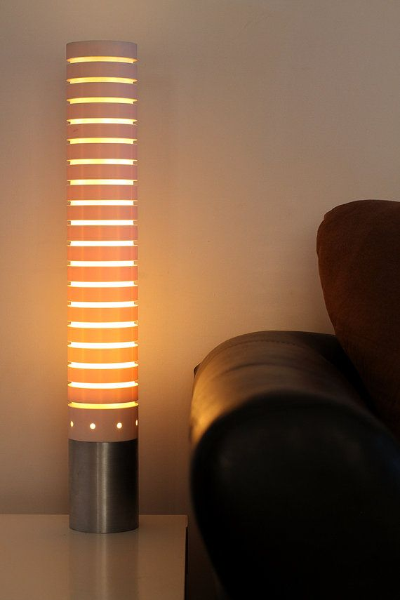 Tubo de PVC y aluminio lámpara de sobremesa  por PolyVinylDesign