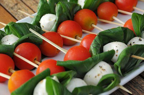 Spiesje mozzarella tomaat