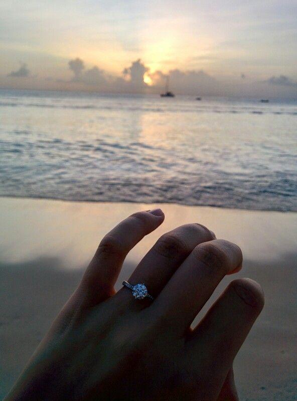 The view from proposal! Solitaire, brilliant cut, e-colour diamond