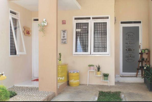 Kebanyakan orang justru menganggap rumah kecil menjadi masalah utama sehingga mereka malas untuk mendekorasinya. Padahal, selama tahu celahnya, rumah sempit tetap bisa secantik layaknya rumah berukuran luas.
