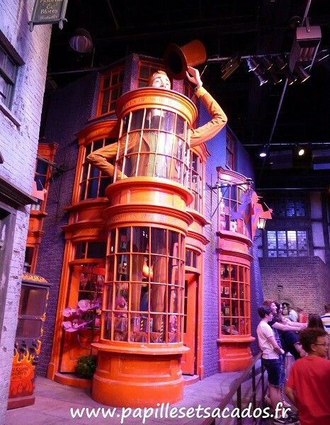 Harry Potter Studio - chemin de traverse - Boutique des frères  Weasley