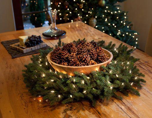 Arreglos navide os con pi ones de pino buscar con google for Centros de mesa navidenos caseros
