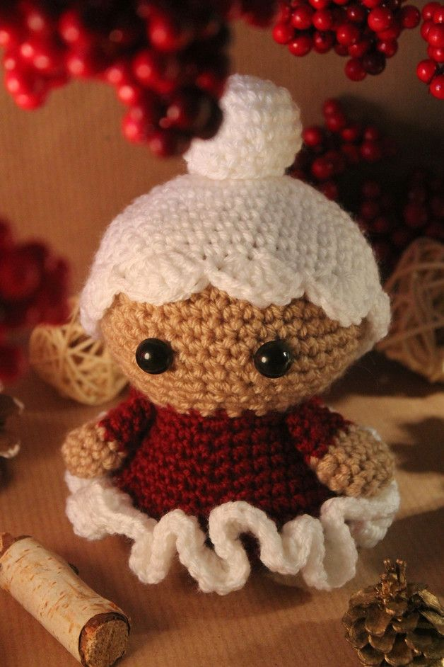 Häkelanleitung Amigurumi: Süße Weihnachtsfrau / super cute christmas amigurumi: wife of santa claus, diy crochet by Mützenstraße via DaWanda.com