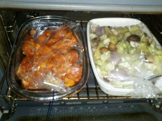 Makkelijk te maken gerecht, alles in een braadzak en dan in de oven. Je hebt er verder geen omkijken naar. Helemaal als je er ook een kip gerecht in de...