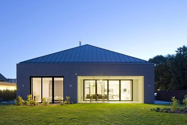 Zdjęcie numer 3 w galerii - Mniej znaczy więcej. Oszczędny design domu jednorodzinnego w Gliwicach