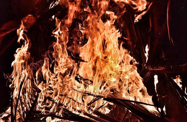 UP HELLY AA 2018 Spettacolo, fascino e suggestione al crepuscolo. Isole Shetland, Scozia http://www.kanoa.it/eventi/up-helly-aa/ #ilmondoinunclick #kanoa #burning #theworldinyourhands #jldefoe #shetland #discoverscotland #ilovescotland #amoviaggiare #instavoyage #voyager #bestdestinations #uphellyaa #bestevents #migliorifestival #holidays #vacanze #instaphoto #instascotland #photooftheday #instapicture
