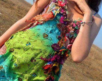 Boheemse rok mori meisje romantische rok hand geverfd rok gehaakt kant rok een van een soort jurk hand geborduurde rok zigeuner fairy rok.  Hand gemaakt Boheemse rok aan een hand geverfd katoen basis verricht. Met prachtige, uniques, vintage hand geverfd gehaakte kant, ook met vintage hand borduurwerk stukken. .  De lengte is ongeveer 85 cm/34 inch.  De taille is elastisch, met verstelbaar elastiek en knop.  uniek  Maat S / M  Hand wassen op 30 graden.  GROOTTE... XS…
