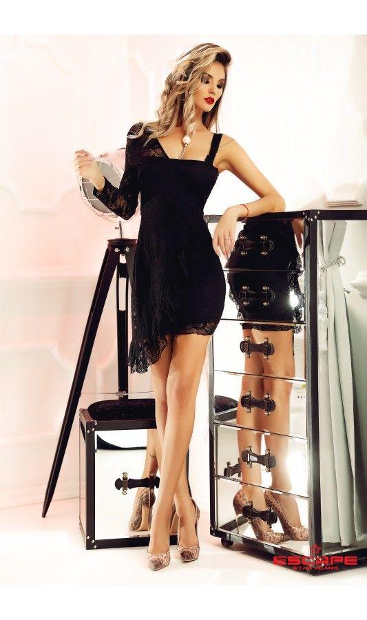 Rochie Daisy din dantela neagra -  Rochie eleganta de seara, confectionata din dantela fina, cu o singura maneca, spatele jumatate gol si inchidere prin fermoar la spate, fabricata in Romania.   culoare: Negru   rochie de seara din dantela   cu o singura maneca   partea dreapta este suprapusa cu un strat de dantela   inchidere prin