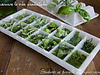 Basilico sott'olio, come conservarlo per tutto l'anno consigli e metodo di conservazione. Utile per avere foglie di basilico fresco per sughi..