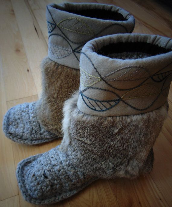 Mukluk Slippers Leaves Size 9 by blinkymuffin on Etsy
