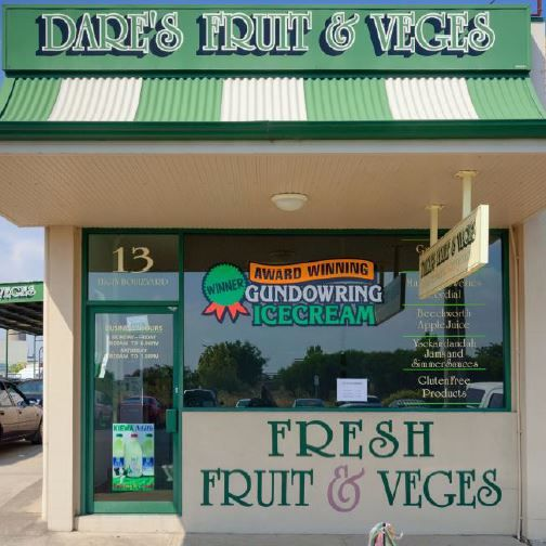 Providing best quality locally grown organic (where possible) fruit & vegetables, gourmet sauces, pastas, milk, free range eggs and Gundowring Ice cream.