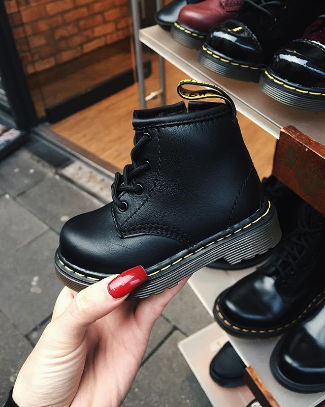 Free shipping on Dr. Martens boots and shoes at thritingetqay.cf Shop for combat boots, oxfords, the Boot & more. Totally free shipping and returns.