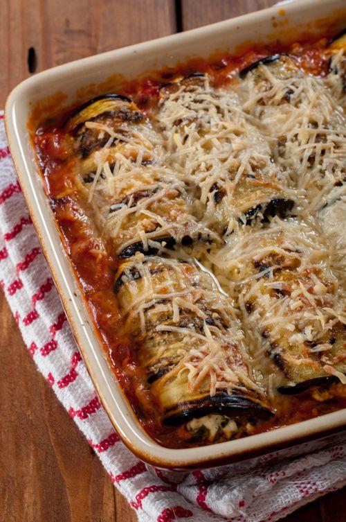 Ρολά μελιτζάνας, ψημένα σε σάλτσα ντομάτας. <br/> Πηγή: Йоана Петрова, https://www.flickr.com/photos/jhard/9642029427/