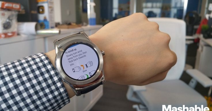 Google's Android Wear 5.1.1 gives Android Wear smartwatches a slight edge over the Apple Watch in terms of useful features.