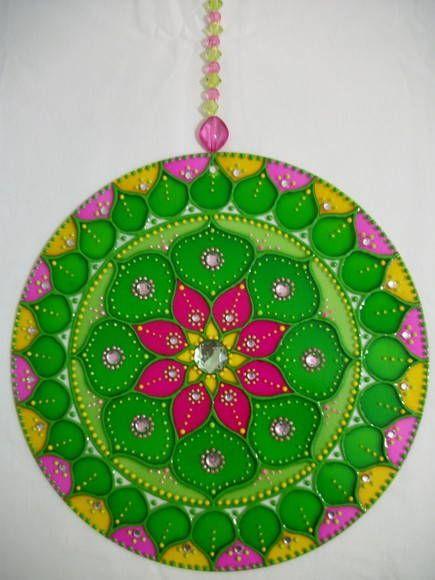 Mandala curativa Y ARMONÍA: flor mandala en verde, amarillo y rosa activa la salud física y energética. El verde es un color que calma que armoniza y equilibra. Representa las energías de la naturaleza, la vida, la esperanza y la perseverancia. Amarillo despierta nuevas esperanzas para las personas que están en busca de curación. Contribuye vitalidad, la alegría, la liberación, la ligereza. Pink calma, relaja y abre el corazón. Aporta ligereza y suavidad, comodidad y calidez para el alma.