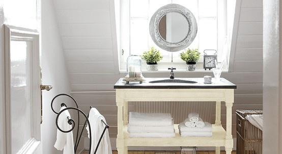 Waschtisch und handtuchhalter tamarin badezimmer loberon - Handtuchhalter vintage ...