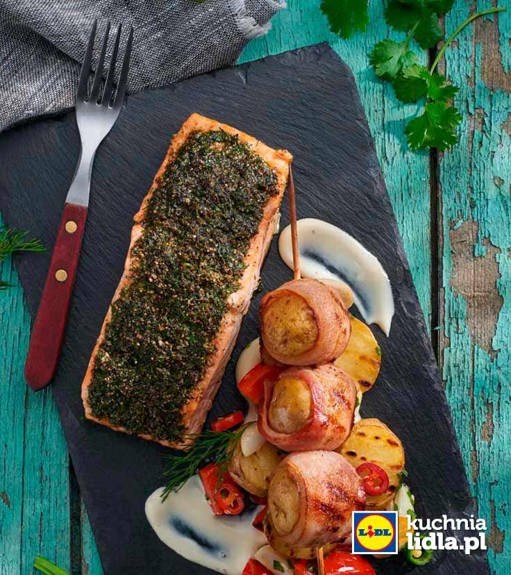 Łosoś parzony na grillu z sałatką z ziemniaków i papryki. Kuchnia Lidla - Lidl Polska. #lidl #okrasa #losos #salmon
