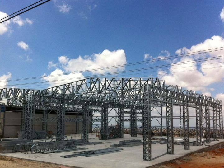 Israel 1 hala pe structura metalica in Israel