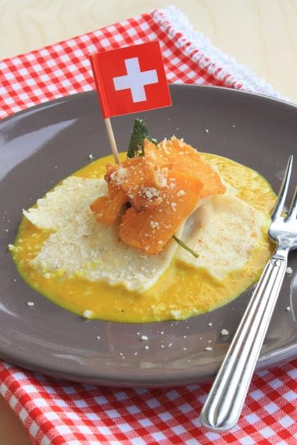 Ravioli alla zucca su fonduta di Sbrinz