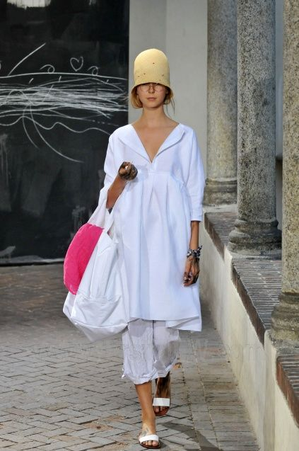 Love the white with the splash of colour in added accessories, particularly like the hat...