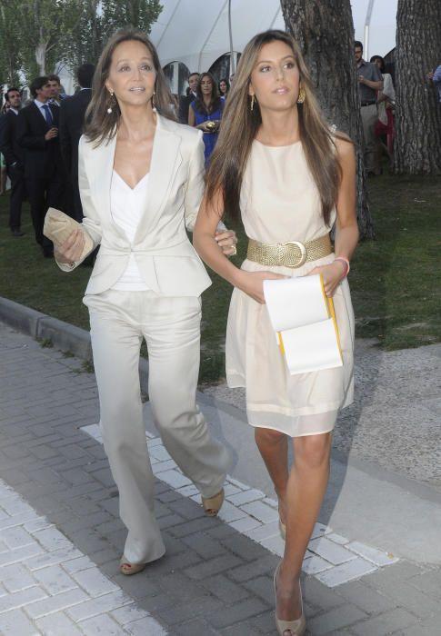 En el acto de graduación de su hija Ana Boyer en junio de 2012