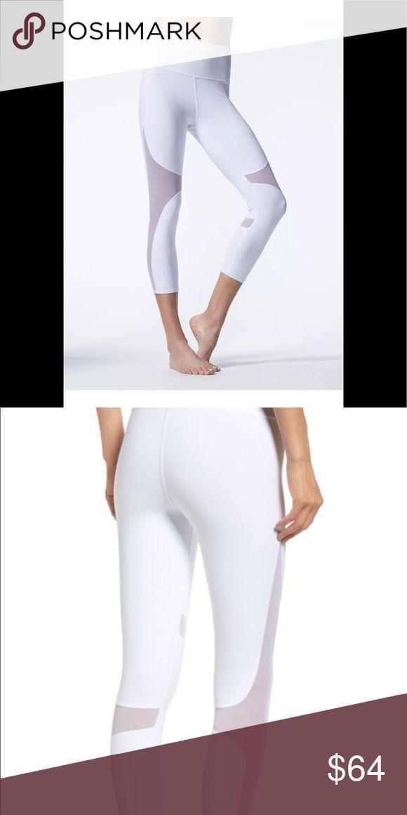 ALO Yoga Coast White Capri leggings S nwot ALO Yoga Coast White Capri leggings nwot size S🚨please no trades🚨 ALO Yoga Pants Leggings