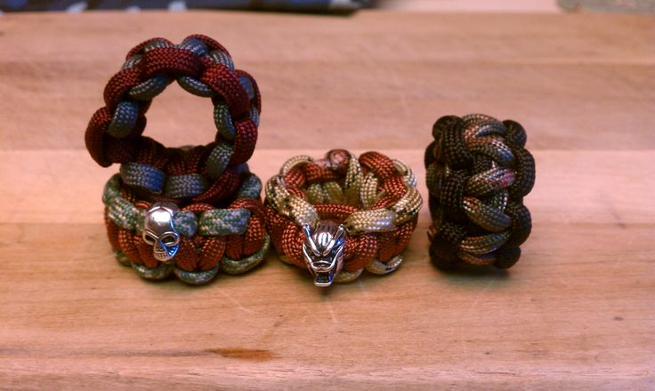 neckerchief slide out of paracord for Scouts! So love these, now just to figure out how to hook the ends together!