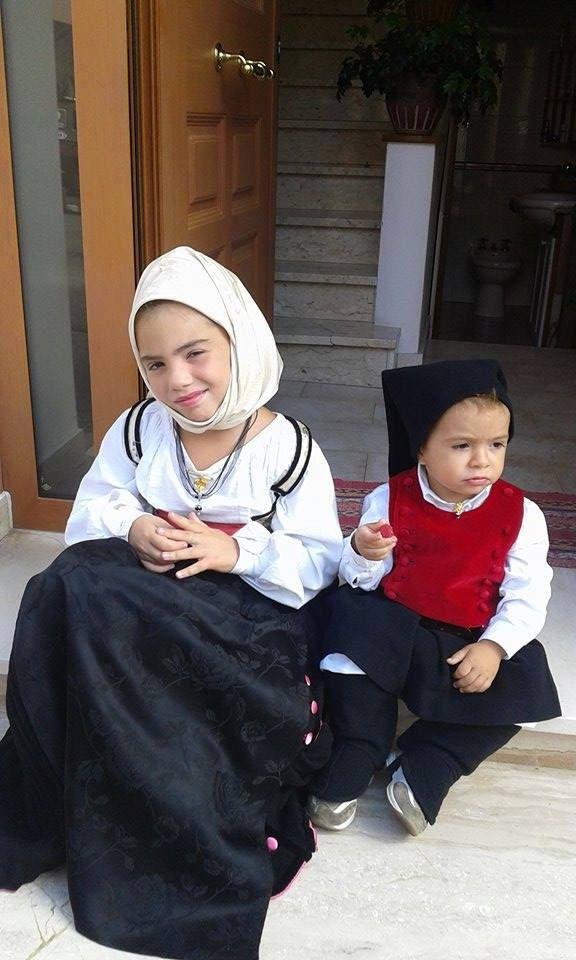 Melania e Gioele indossano l'abito tradizionale Sardo di Berchidda