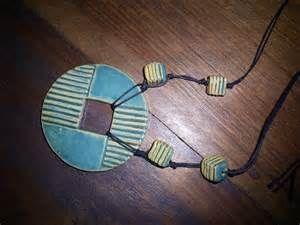 Simone Milak - Cerâmica de Ateliê: Bijuterias em cerâmica