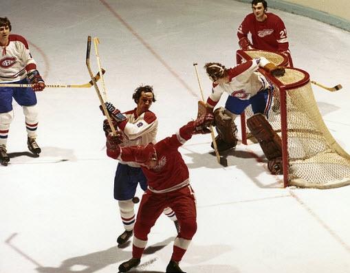 Jacques Laperrière : Calme et imperturbable, Jacques Laperrière a disputé toute sa carrière avec les Canadiens, s'arrêtant à quelques matchs du plateau de 700. Il a remporté le trophée Calder à titre de recrue de l'année de la LNH en 1963-1964, devançant de justesse son coéquipier John Ferguson lors du scrutin, et s'est dès lors établi comme un pilier de la brigade défensive des Canadiens pour la décennie à venir.