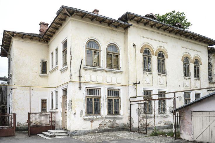 Școala generală nr. 3 (1924-1925), Roman