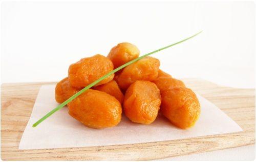 J'ai voulu tenter des gnocchi version patate douce. Ce ne fut pas sans mal. La purée de patate douce est plus humide que celle de pomme de terre. La pâte à