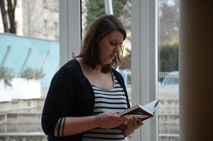 """11.03.15 im Haus der Begegnung in Innsbruck. Judith liest aus dem Buch """"Die Christem des Orients""""."""