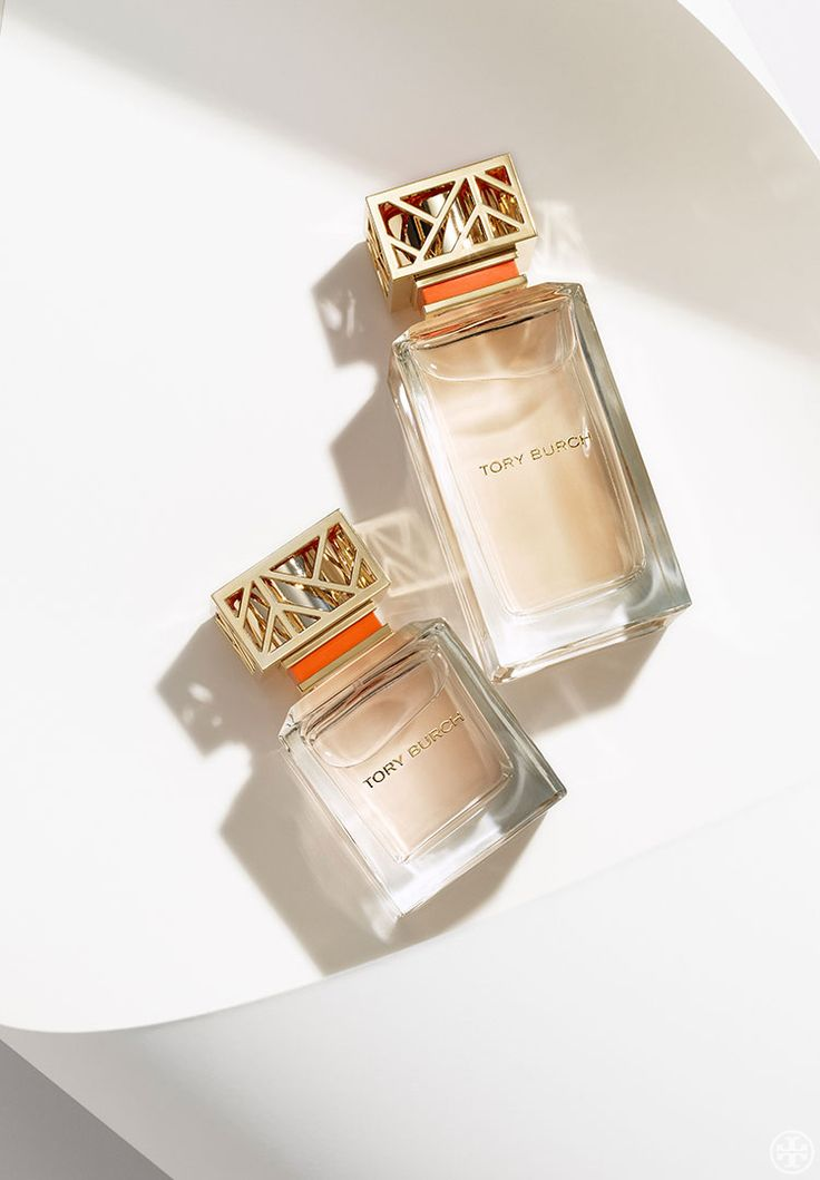 The first fragrance from Tory Burch captures classic elements in unexpected ways. Feminine and tomboy. Easy and polished. Floral peony and tuberose blend with crisp citrus notes of grapefruit and nero