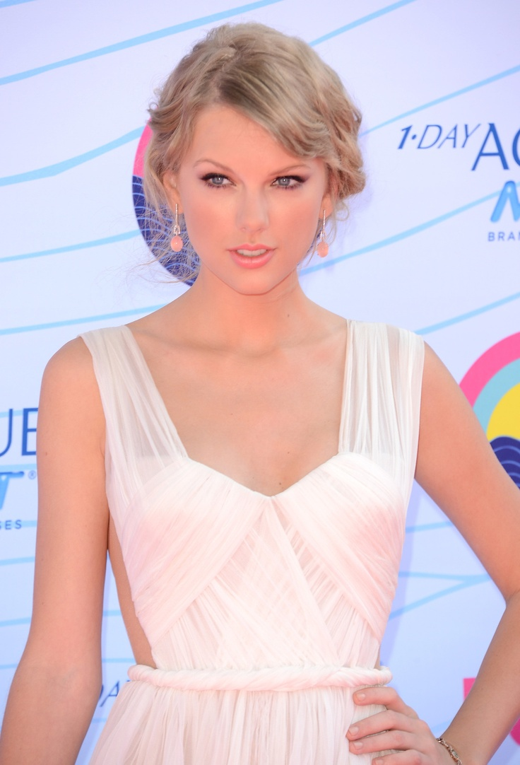 I love her make up!!!    Taylor Swift at the Teen Choice Awards