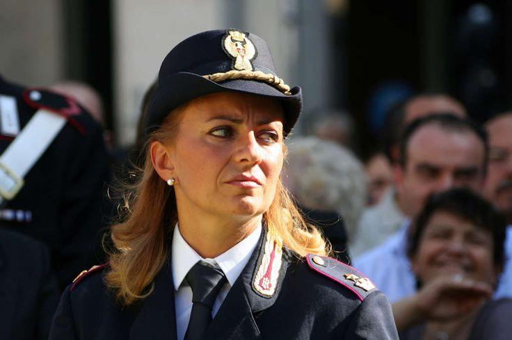 CASERTA: LA POLIZIA DI STATO CON LE DONNE a cura di Redazione - http://www.vivicasagiove.it/notizie/caserta-la-polizia-le-donne/