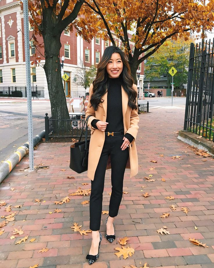 Easy and elegant winter work outfit // the camel coat + black ankle pants + black turtleneck sweater