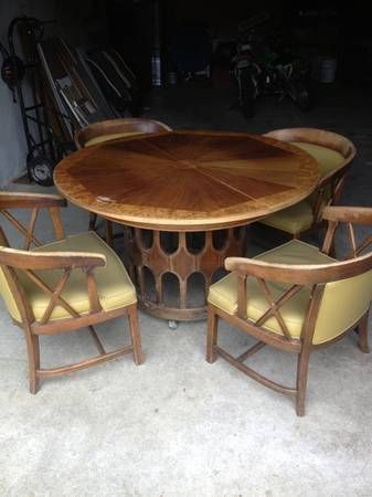 Mid Mod Vintage Table And Chairs   $150 (Chinook Astoria Long Beach) Been In